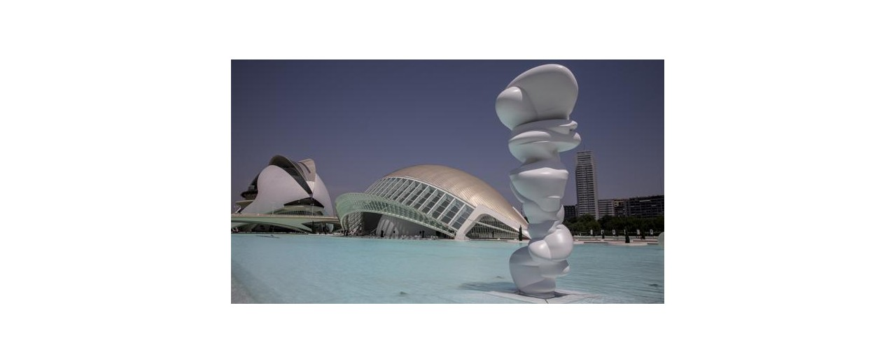 TONNY CRAGG AT THE CITY OF ART AND SCIENCES IN VALENCIA